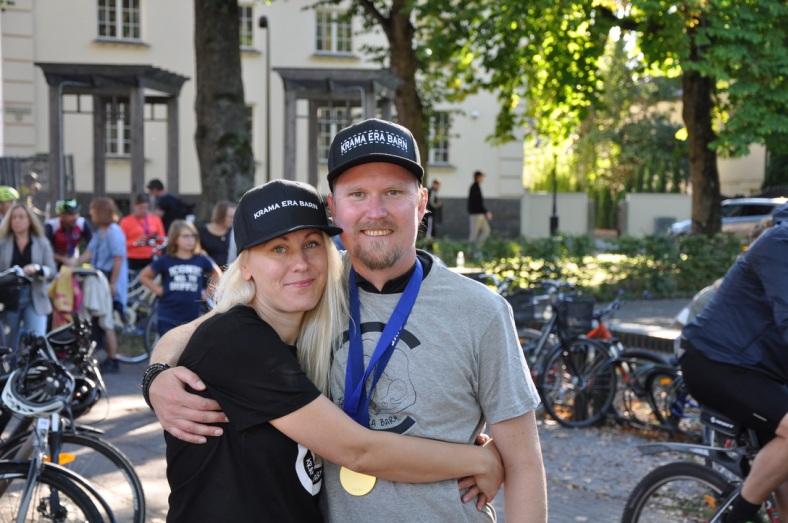 Lisa och Andreas Rixer Krama era barn